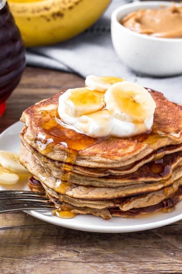 10-Minute Peanut Butter Banana Pancakes #banana #recipe #snack #dessert