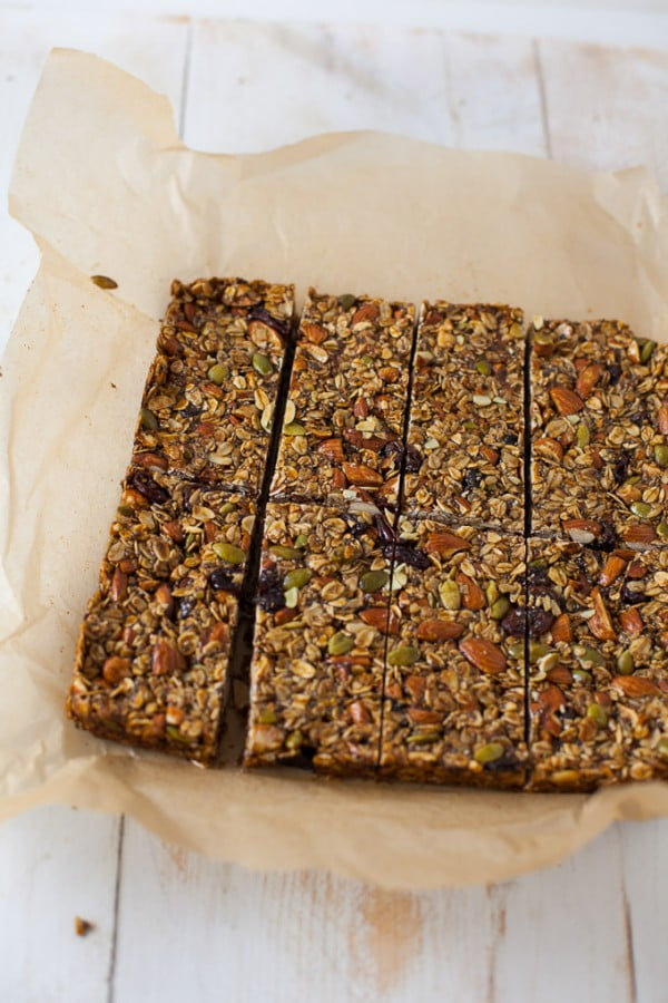 Gingerbread Granola Bars #granolabars #snacks #healthy #food #recipe