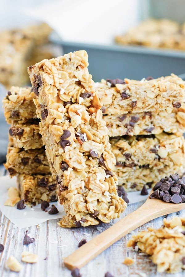 No Bake Peanut Butter Granola Bars with Chocolate Chips #granolabars #snacks #healthy #food #recipe