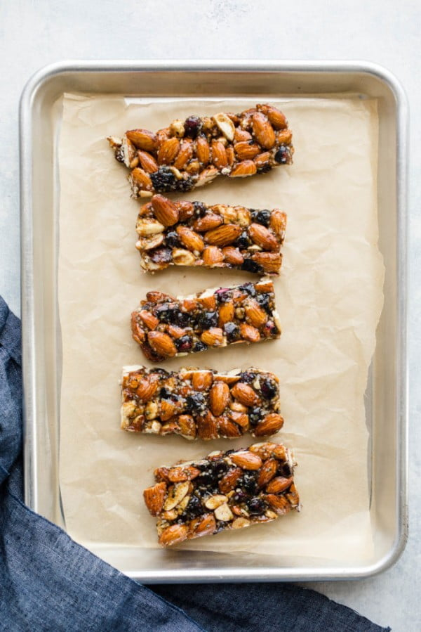 Blueberry Almond Granola Bars (Gluten-Free, Vegan) – Salted Plains #granolabars #snacks #healthy #food #recipe