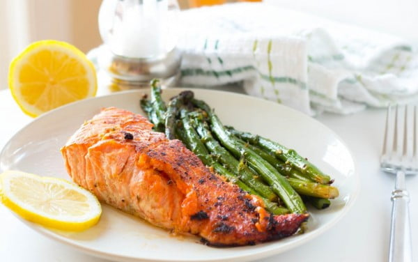 One Pot Honey Lemon Salmon with Asparagus #healthy #onepot #dinner #food #recipe