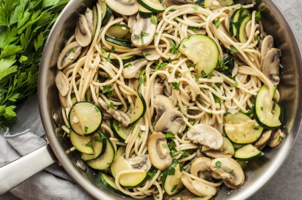 One Pot Zucchini and Mushroom Spaghetti #healthy #onepot #dinner #food #recipe