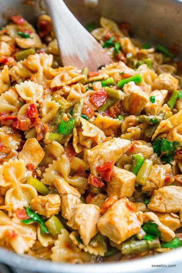 One Pot Bruschetta Chicken Pasta #healthy #onepot #dinner #food #recipe