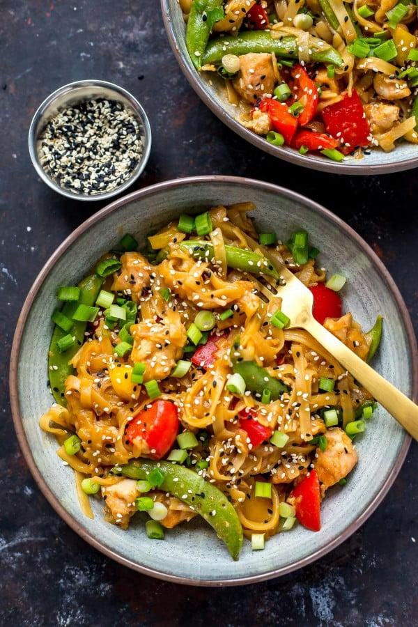Instant Pot Honey Sesame Chicken Noodle Bowls #instantpot #pressurecooker #noodles #dinner #recipe
