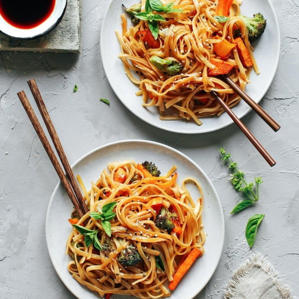 Instant Pot Sesame & Basil Noodles with Roasted Veggies #instantpot #pressurecooker #noodles #dinner #recipe