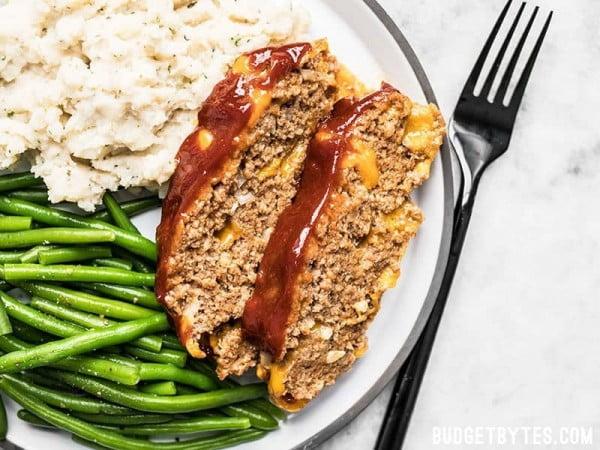 Cheddar Cheeseburger Meatloaf #meatloaf #recipe #dinner