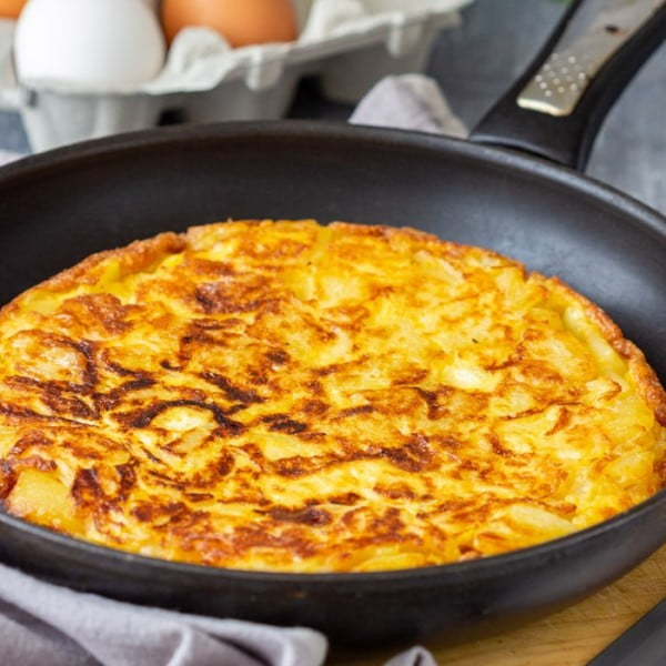 Traditional Spanish Omelette (Tortilla Espanola) #omelette #breakfast #eggs #recipe