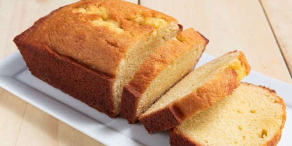 Vanilla Pound Cake Is The Perfect Make-Ahead Holiday Breakfast #poundcake #cake #recipe #dessert