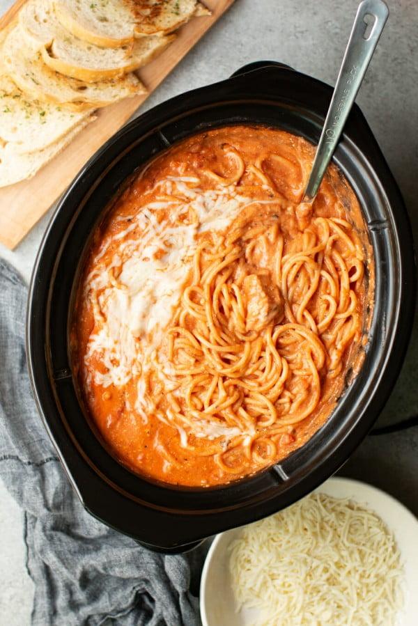 Slow Cooker Creamy Chicken Spaghetti #slowcooker #crockpot #pasta #recipe #dinner #food