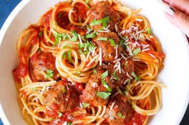 Slow Cooker Spaghetti and Meatballs #slowcooker #crockpot #pasta #recipe #dinner #food