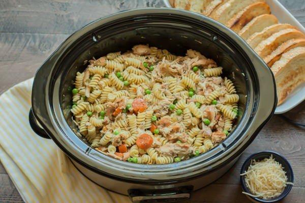 Garlic Butter Chicken and Pasta #slowcooker #crockpot #pasta #recipe #dinner #food