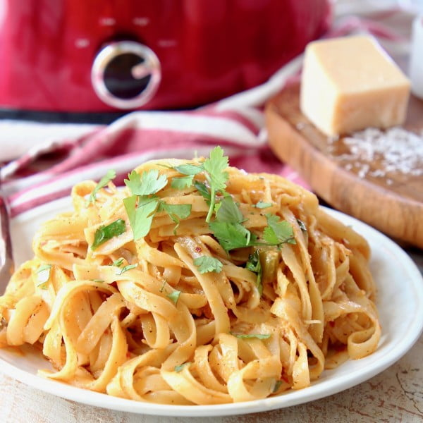 Crock Pot Buffalo Chicken Alfredo #slowcooker #crockpot #pasta #recipe #dinner #food