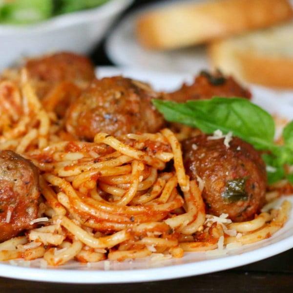 Crock Pot Spaghetti & Meatballs {All-in-One} #slowcooker #crockpot #pasta #recipe #dinner #food