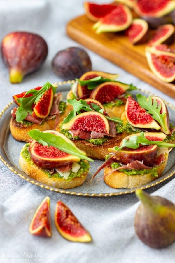 Prosciutto Fig Crostini #smallbites #partyfood #snack #recipe