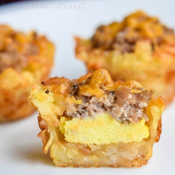 Sausage, Egg, and Cheese Breakfast Tots #tatertots #recipe #snack #breakfast