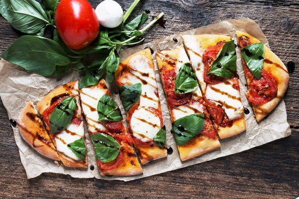 Tomato Bocconcini Flatbread #tomato #recipe #dinner