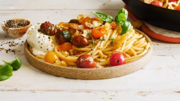 Skillet Burst Cherry Tomato Summer Pasta with Lemony Breadcrumbs. #tomato #recipe #dinner