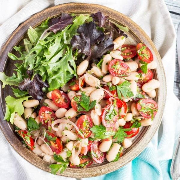 A Super Easy Tomato & White Bean Salad Recipe #tomato #recipe #dinner