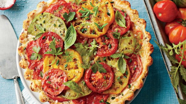 Tomato, Cheddar, and Bacon Pie Recipe #tomato #recipe #dinner
