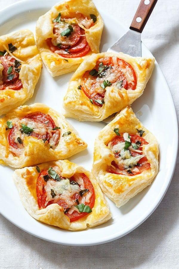 Pepperoni Basil Tomato Puffs #tomato #recipe #dinner