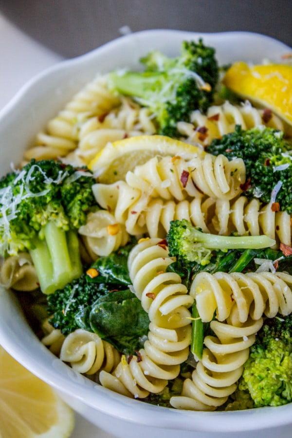20 Minute Lemon Broccoli Pasta Skillet #20minute #pasta #recipe #dinner