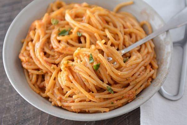 20-Minute Tomato Pesto Pasta #20minute #pasta #recipe #dinner