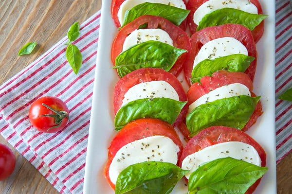 Caprese Salad {How Italians Make It} #italian #dinner #recipe