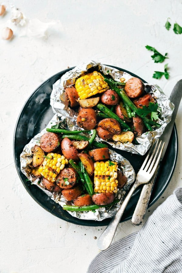 Foil Pack Garlic Butter Sausage & Veggies #sausage #dinner #recipe