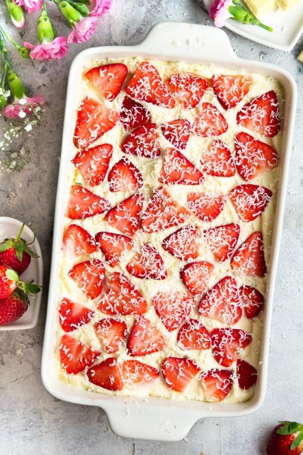 Strawberry Tiramisu with White Chocolate #tiramisu #recipe #dessert