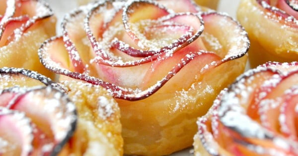 How to Make a Gorgeous Rose-Shaped Apple Dessert' #apple #recipe #dessert #snack