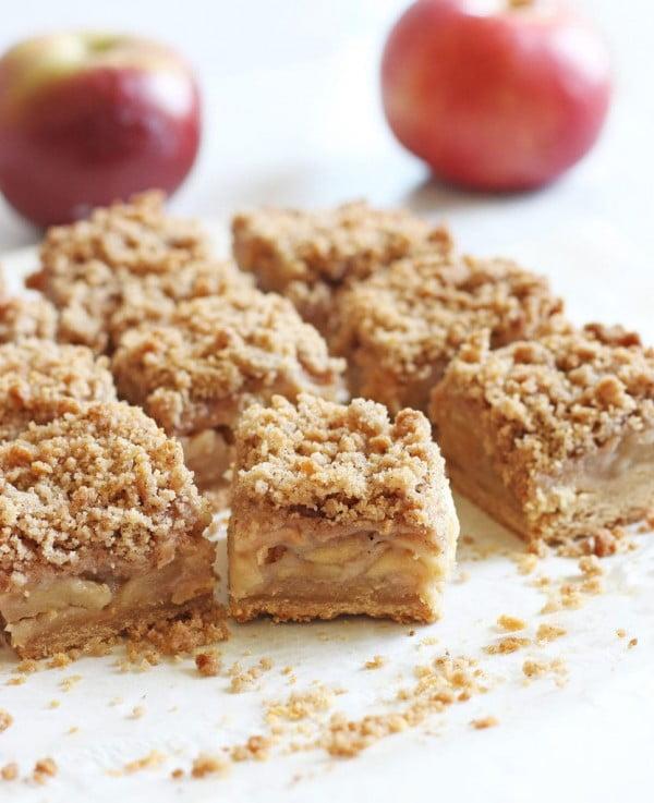 Easy Apple Crisp Bars #apple #recipe #dessert #snack
