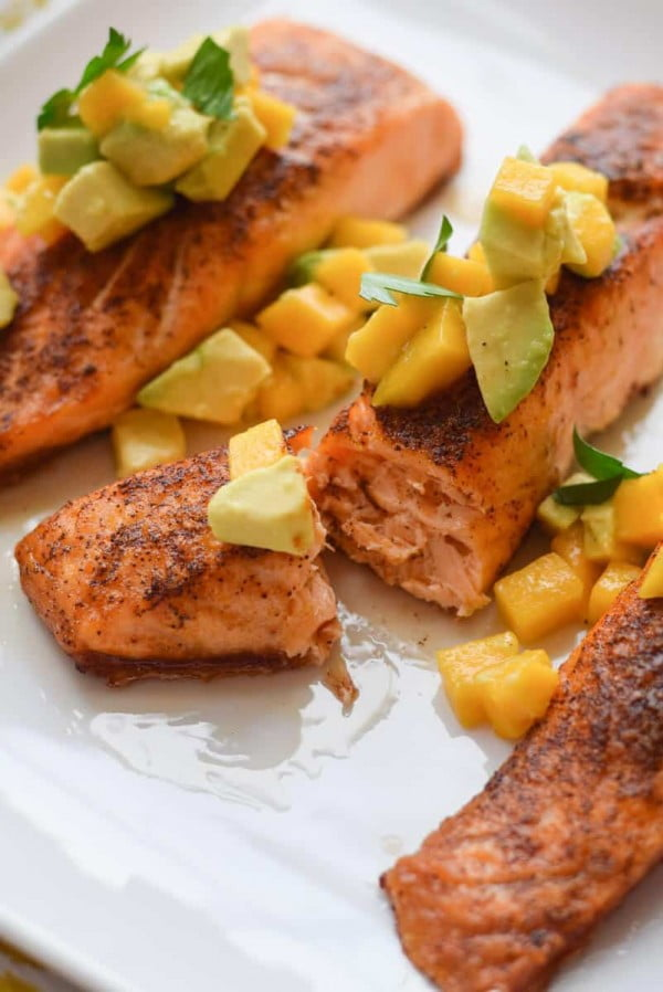 Skinny Chili Salmon with Avocado and Mango #weightwatchers #recipe #dinner #healthy