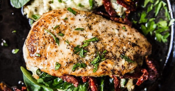 Stuffed Chicken Breast with Spinach, Cheese and Sun-Dried Tomatoes #weightwatchers #recipe #dinner #healthy