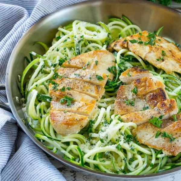Chicken Alfredo Zoodles #weightwatchers #recipe #dinner #healthy